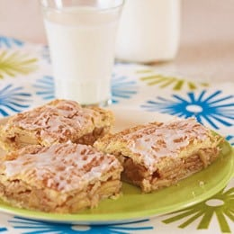 Got some spare apples? You want to try this recipe!! (Apple Pie Bars)