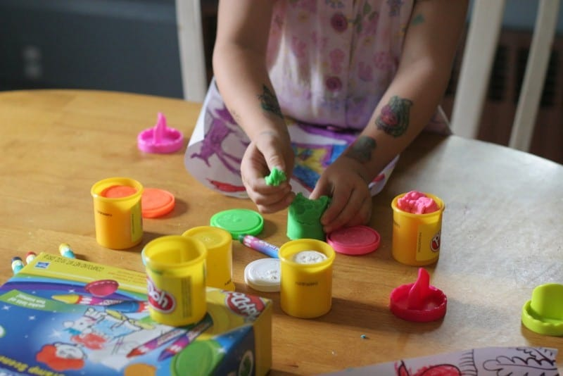 Play-Doh Creations - Squish 'n Stamp Scenes Review- Cool for School