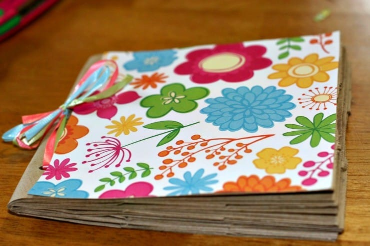 Bien-aimé Make a Paper Lunch Bag Photo Album #DIY #Craft | This Mama Loves RO54