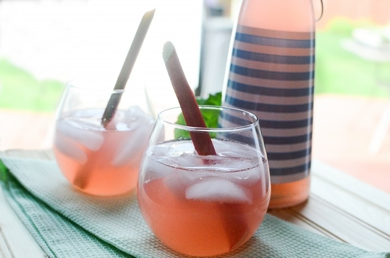 honey rhubarb iced tea horiz
