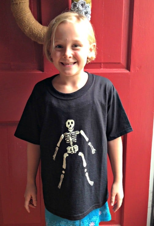diy-glow-in-the-dark-ducktape-halloween-shirt