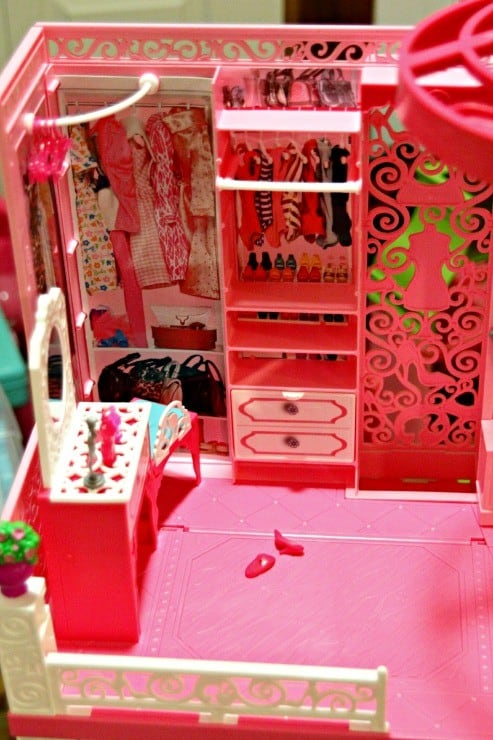 barbie-dream-house-closet