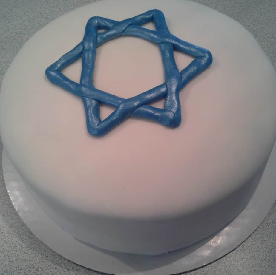 hanukkah-cake-star-on