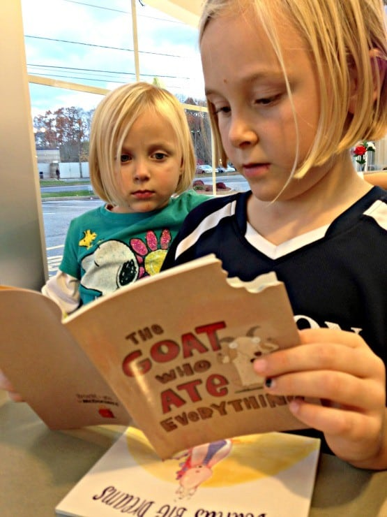 mcdonalds-happy-meal-happymealbooks-reading
