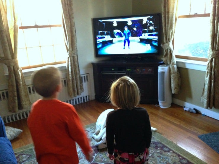 playing-just-dance-kids-2014