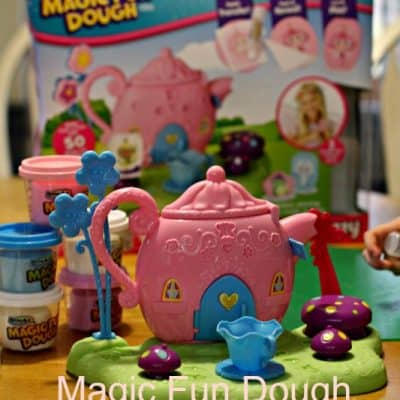 Holiday Gift Idea for Preschoolers: Magic Fun Dough (Giveaway)