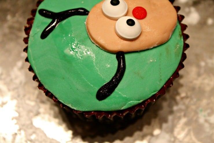reindeer-cupcakes-antlers