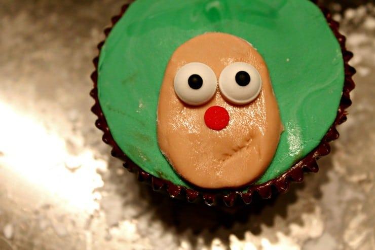 reindeer-cupcakes-face-eyes
