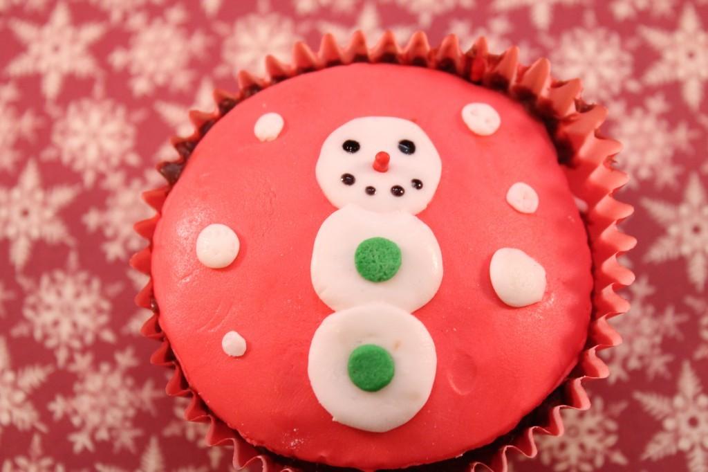fondant-snowman-cupcakes