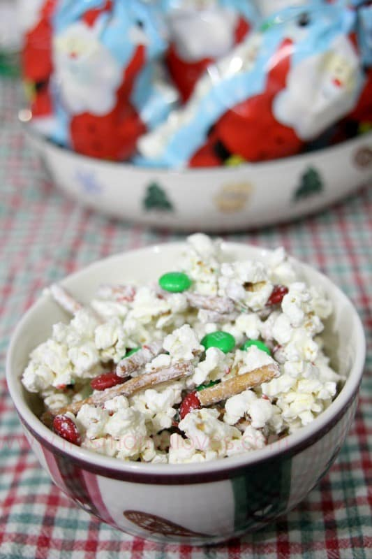 christmas-crunch-popcorn-recipe