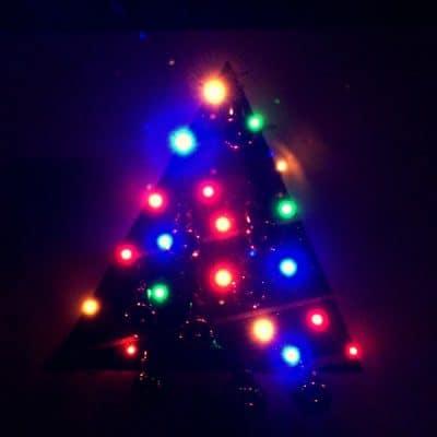 DIY Light Up Christmas Tree on Canvas #TexturedSurface