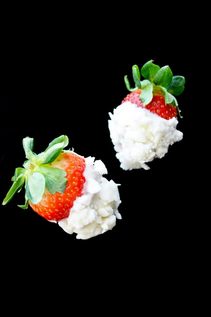 White chocolate strawberries dipped crumbled soft peppermint candy (1)