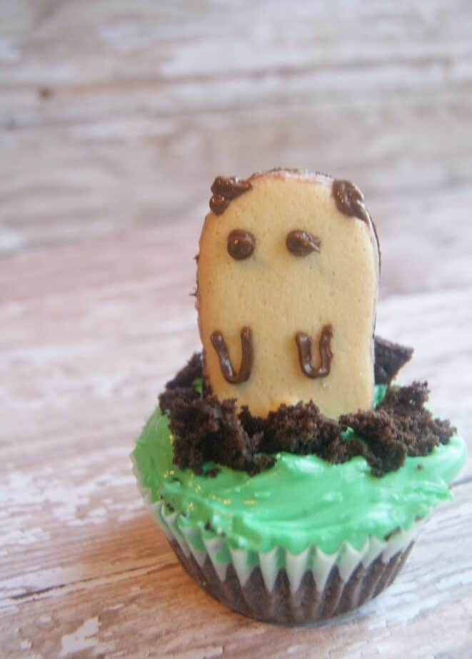 groundhog day cupcakes detail
