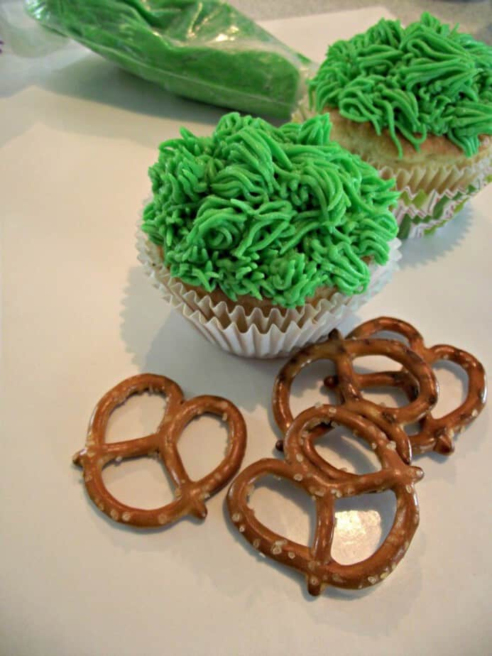 butterfly cupcakes grass