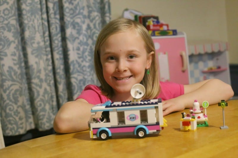 lego-friends-news-van-done