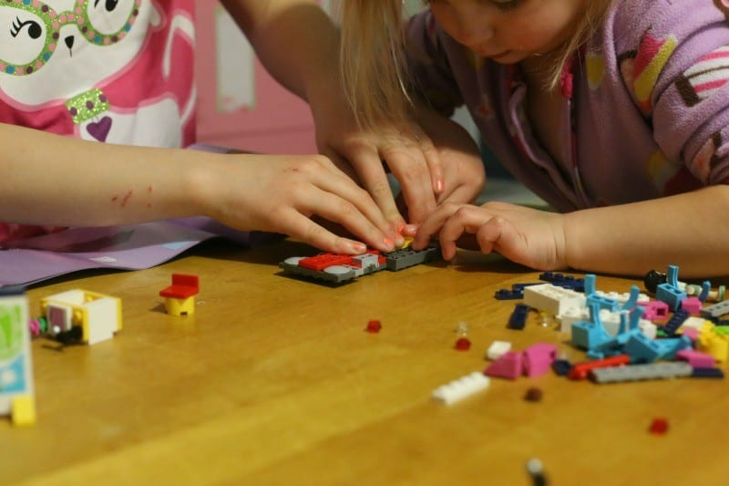 sisters-building-lego-friends