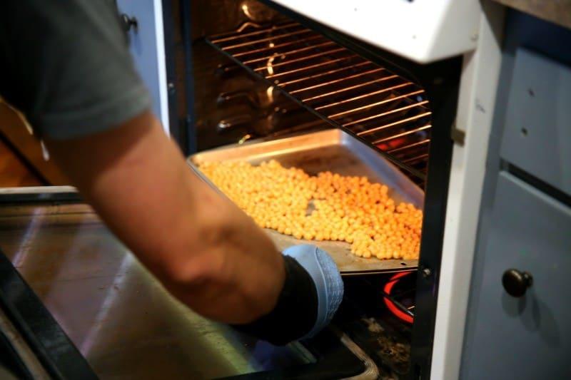 roasting-chickpeas