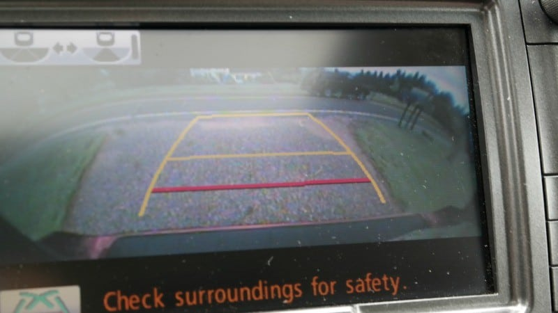 toyota-sienna-safety-features-back-up-camera