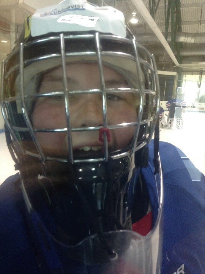 hockey-player-lundqvist-camp