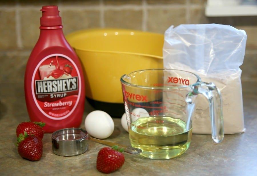 strawberry-brownie-sundae-ingredients