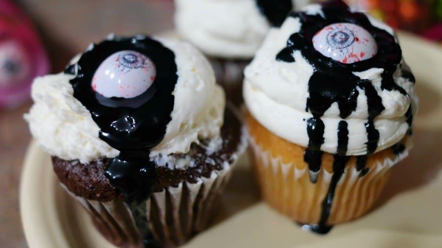 eye-newt-cupcake-close