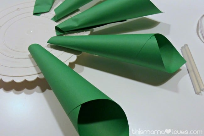 Holiday Poinsettia Paper Wreath Instructions