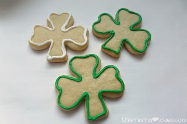 How to Decorate Shamrock Sugar Cookies