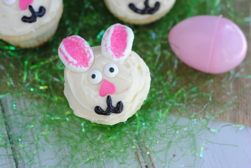 bunny-cupcakes-grass-close
