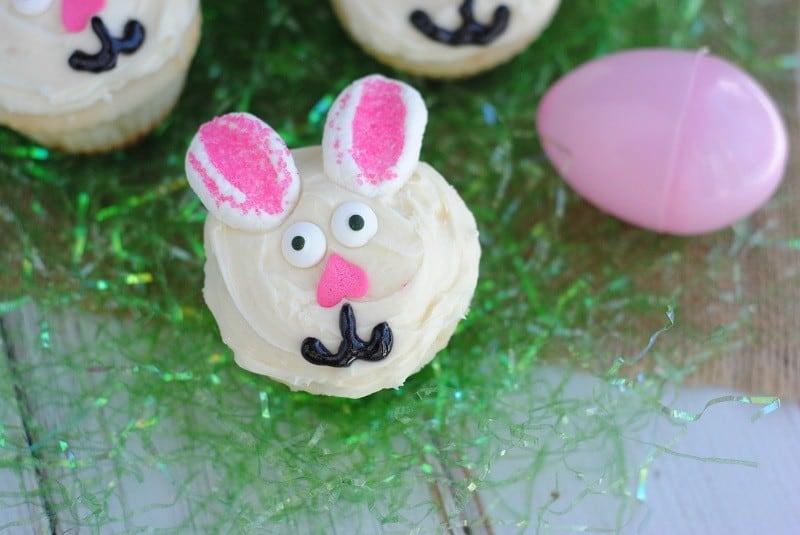 bunny-cupcakes-grass-close