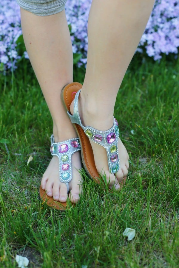 girls-metallic-thong-sandals