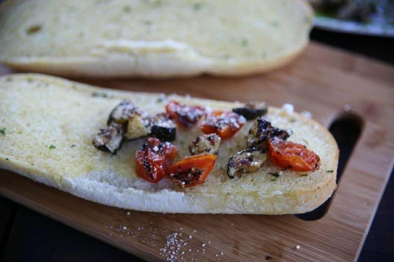 cheesy-zucchini-tomato-garlic-bread-horiz