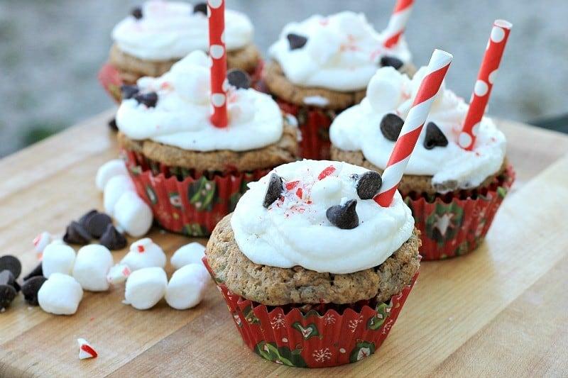 hot-cocoa-cupcakes-peppermint-buttercream-horizontal