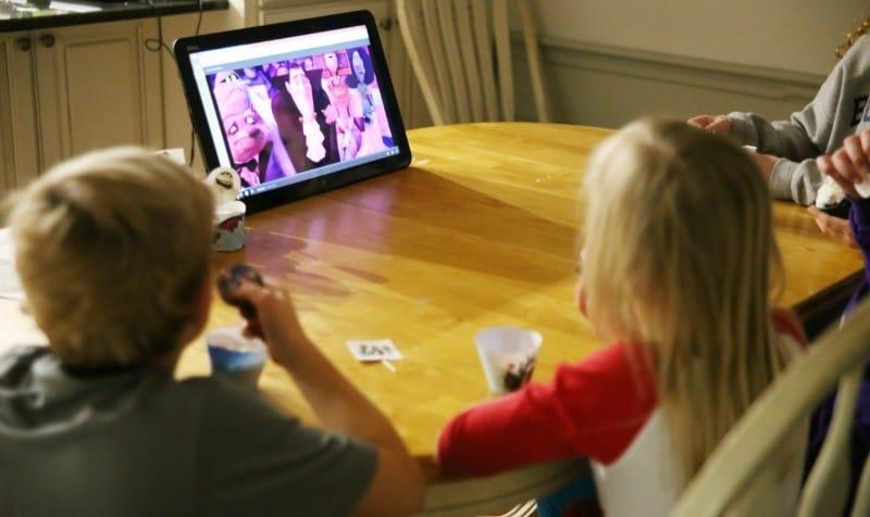 kids-watching-hotel-transylvania-2-cupcakes