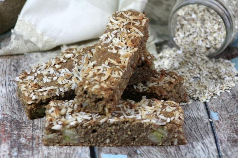 easy oatmeal breakfast bars recipe- this mama loves