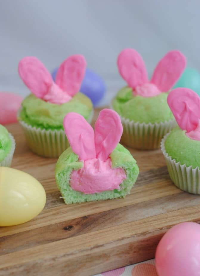 hiding-bunny-cupcakes-surprise-vertical