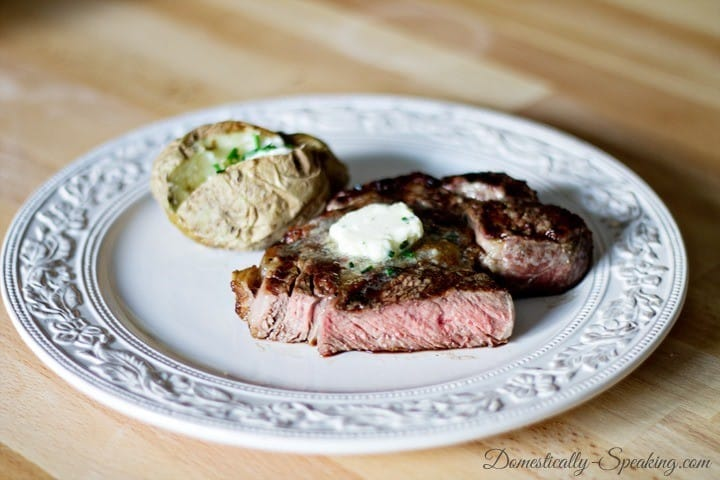 Steak-with-Garlic-and-Chive-Butter-3_thumb