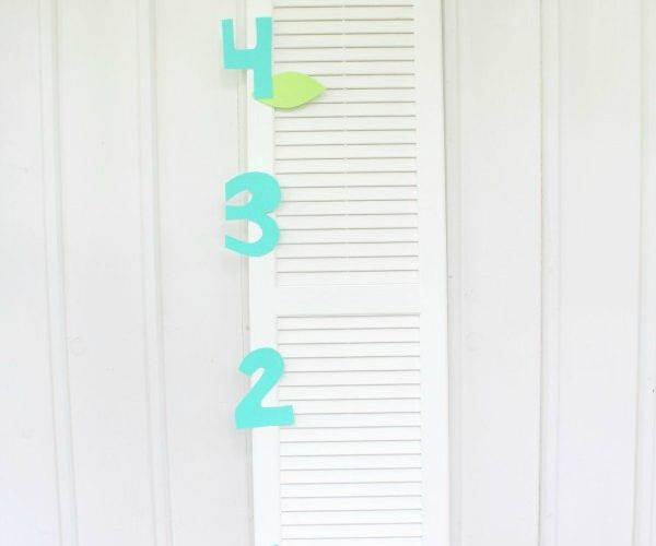 Simple & Sweet DIY Growth Chart for Kids / This Mama Loves Blog