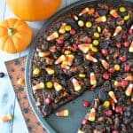 This oreo brownie pizza make a perfect Halloween dessert for a party or get together!