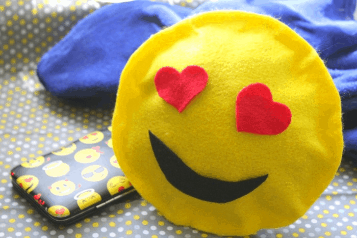 How to Make a No Sew Heart Face Emoji Pillow