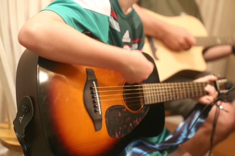 learning guitar with your child at home horiz