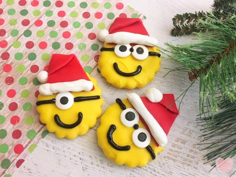 How to make minions christmas cookies from this mama loves blog