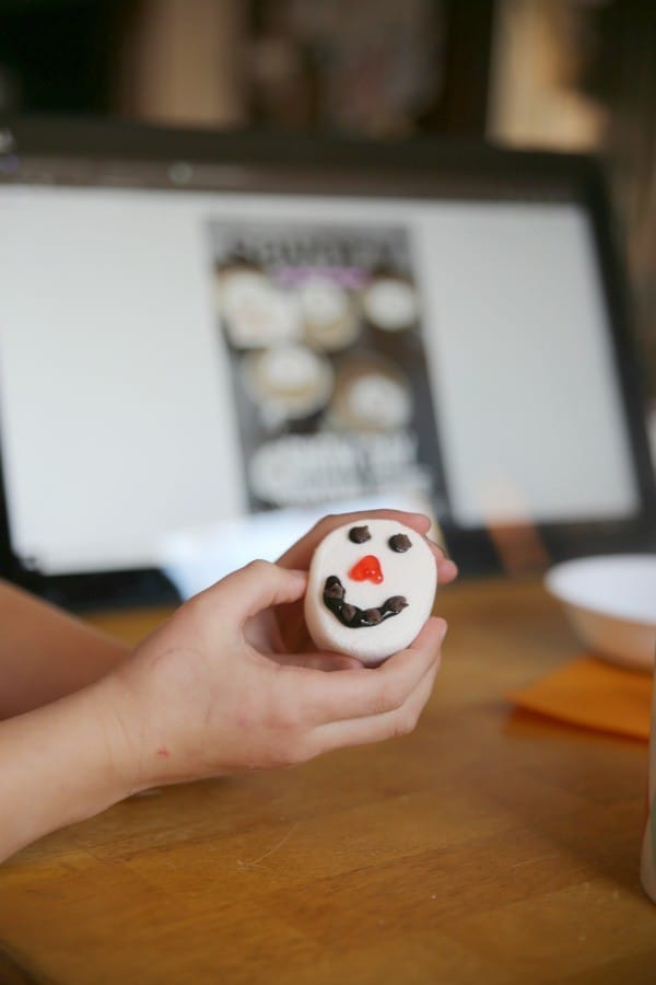 how to make snowman marshmallow faces for cocoa
