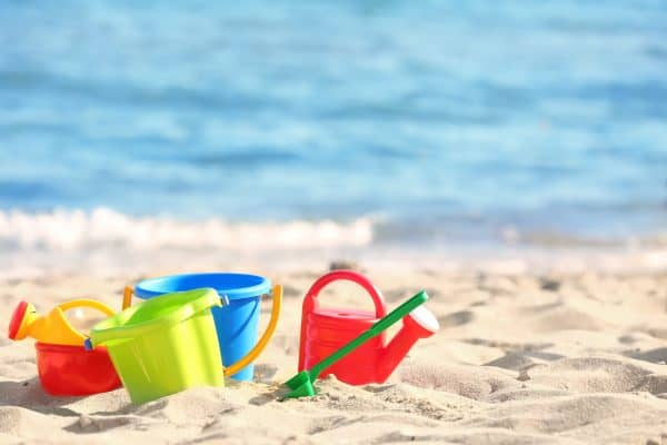 7 Games Your Family Can Play at the Beach buckets