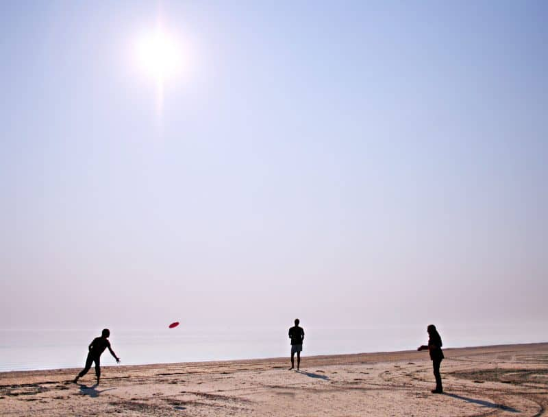 7 Games Your Family Can Play at the Beach frisbee