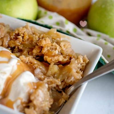 How to Make Apple Crisp with Caramel Sauce