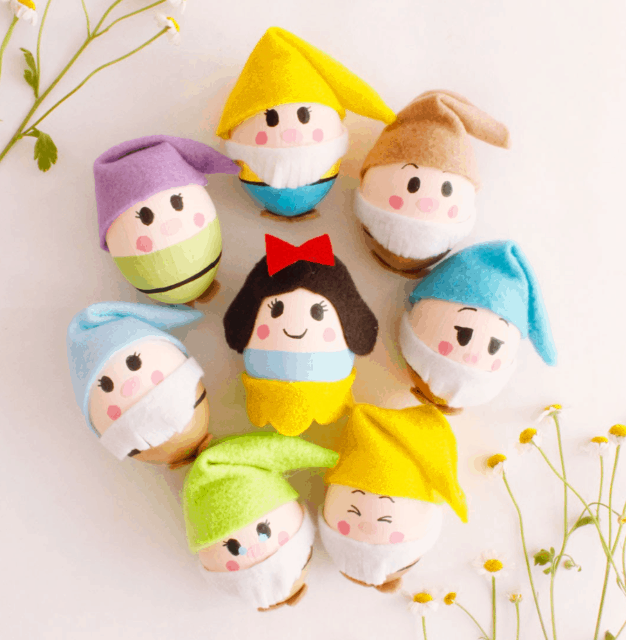 Snow White and The Seven Dwarves from Disney Family